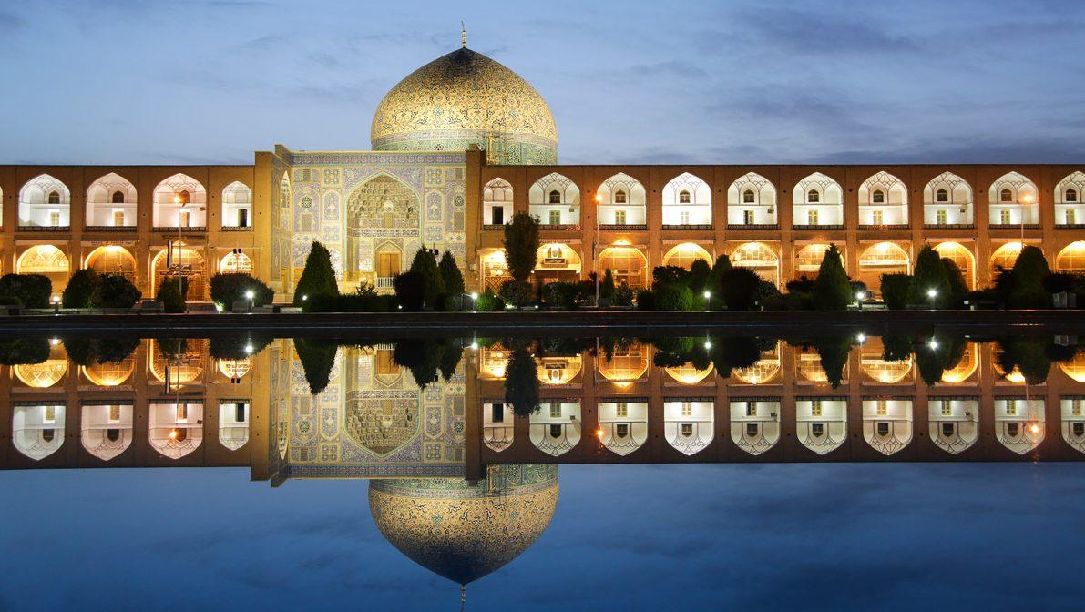 diariesof-Iran-Magazine-Esfahan-Naqsh-e-Jahan_800