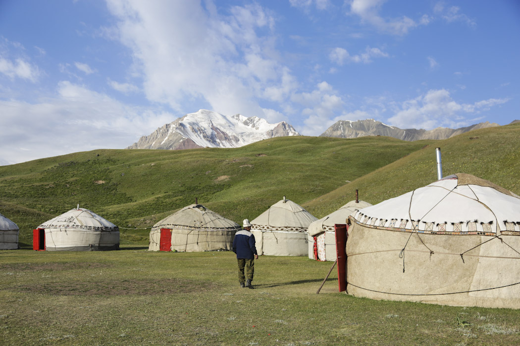 how to build a yurt kyrgyzstan